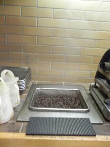 ここで熱々の豆を急冷させて焙煎の促進を止めている