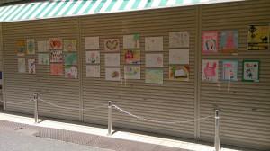 にこま通り商店街に飾られた絵たち