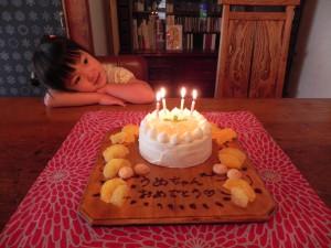 あやちゃんが娘の誕生日ケーキを作ってくれました。
